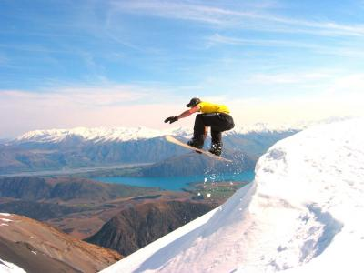 Fancy becoming a snowsports instructor? A college qualification can help you.  Photo credit: Study Options
