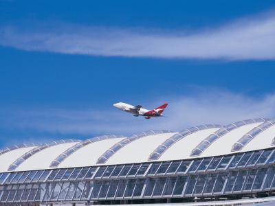 Qantas flight leaving Sydney Airport