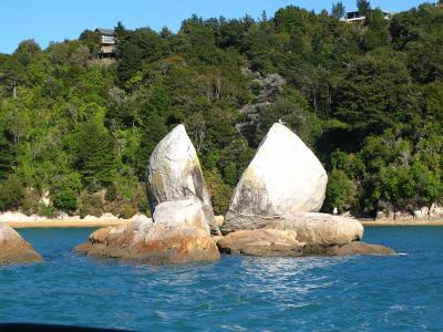 Split Apple Rock, Abel Tasman National Park.  Photo credit: Rhiannon Davies