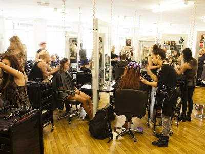 Students in the salon at Taylorweir. Photo credit: Taylorweir