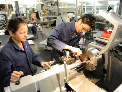 Students on the Engineering Advanced Diploma.  Photo credit: Melbourne Polytechnic